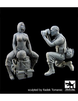 US Woman soldier & War journalist cat.n.: F35064, BLACK DOG, 1:35