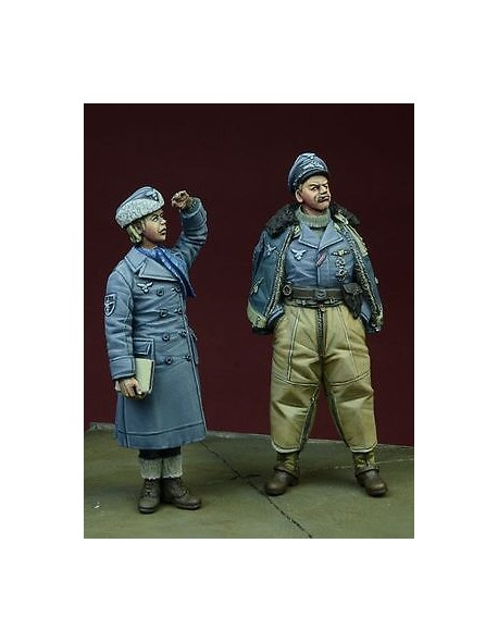 D-Day Miniature, 35076, 1/35 WWII Luftwaffe Pilot & Helferin, Winter  1942-45