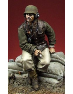 HUNGARIAN MOTORIZED ARTILLERY OFFICER (1 figure), The Bodi, TB-35033, 1:35