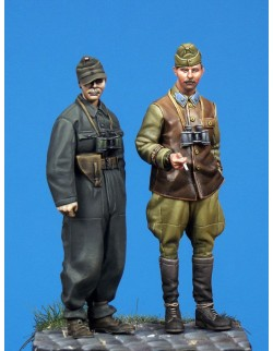 HUNGARIAN SPG OFFICER & PANZER OFFICER (2 figures), The Bodi, TB-35041, 1:35