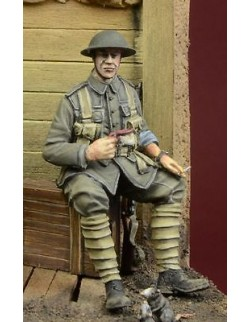D-Day Miniature, 35034,1:35,WWI British Infantryman sitting on a case (1 figure)