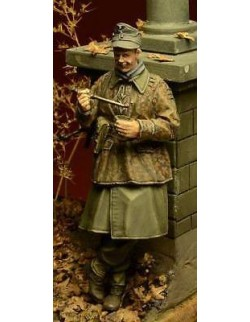 D-Day Miniature, 35025,1:35, Waffen SS Soldier eating, Ardennes 1944