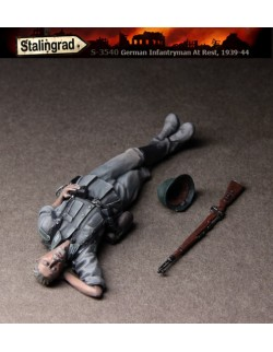 STALINGRAD MINIATURES, 1:35,German Infantryman at rest, S-3540