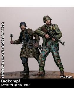 RADO MINIATURES RDM35028, Lions of Cassino 1. FJ Division, Italy (2 fig.), 1:35